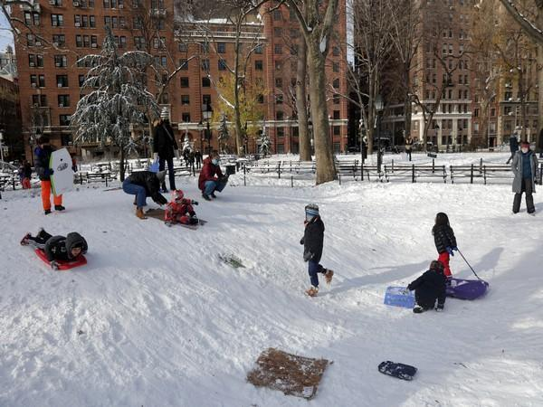 Children playing after the snowfall in the US. (Photo credit: Reuters)