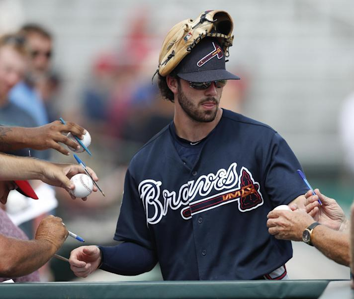 Atlanta Braves shortstop Dansby Swanson signs autographs before a spring training baseball game against the St. Louis Cardinals, Thursday, March 2, 2017, in Jupiter, Fla. (AP Photo/John Bazemore)