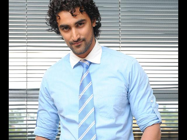 <b>6. Kunal Kapoor</b><br> His down-to-earth demeanour makes him irresistible. Mix that up with smart casuals and Kunal Kapoor will entice you with just a hint of smile. Dress him up in formals and the suave gentleman he turns into is hard to miss.