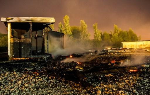 Huge fire destroys French migrant camp
