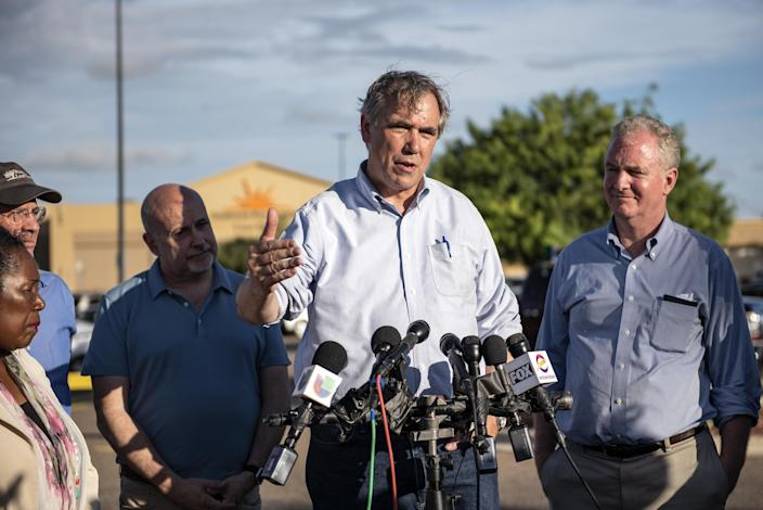 Sen. Jeff Merkley speaks to the media outside the Southwest Key-Casa Padre Facility, formerly a Walmart store, in Brownsville, Texas, on June 17. (Photo: Sergio Flores/Bloomberg via Getty Images)