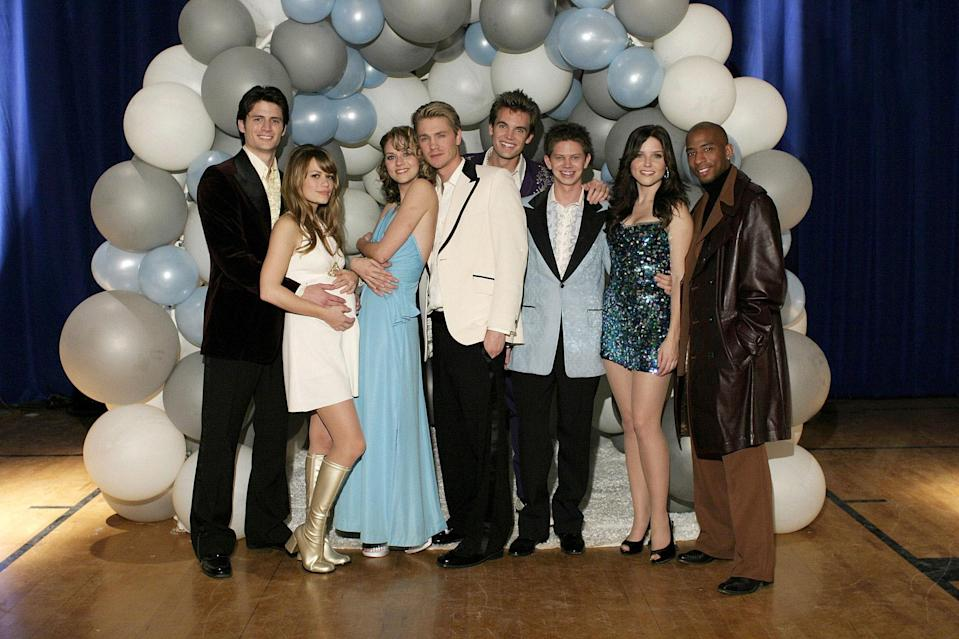 """<h1 class=""""title"""">ONE TREE HILL, James Lafferty, Bethany Joy galeotti, Hilarie Burton, Chad Michael Murray, Tyler Hilt</h1> <cite class=""""credit"""">©CW Network/Courtesy Everett Collection</cite>"""