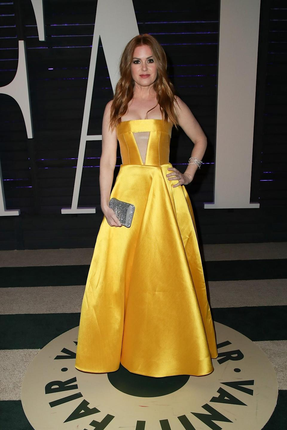 <p>Isla gave Belle's frock at 2017 update at this year's Vanity Fair Oscars party in an Alex Perry strapless, satin number. [Photo: Getty] </p>