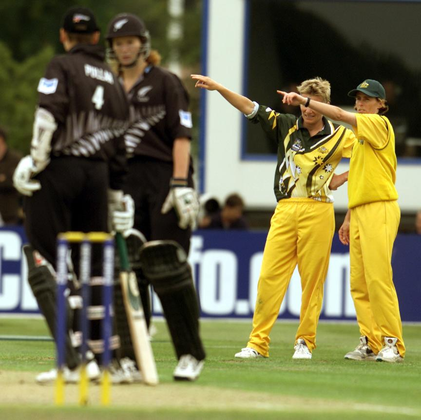 23 Dec 2000:   Australian captain Belinda Clark (right) and bowler Cathryn Fitzpatrick set the field during the New Zealand v Australia match in the Final of the 2000 CricInfo Womens Cricket World Cup played at BIL Oval, Lincoln, New Zealand. New Zealanddefeated Australia by 4 runs. DIGITAL IMAGE. Mandatory Credit: Scott Barbour/ALLSPORT