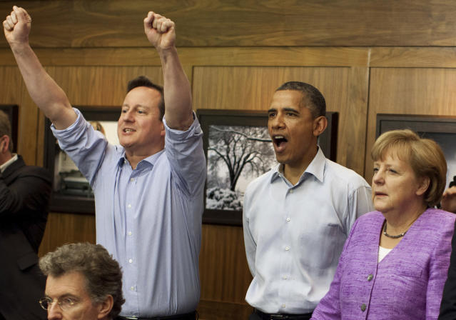 Britain's Prime Minister David Cameron (L to R) , U.S. President Barack Obama, and Germany's Chancellor Angela Merkel watch the overtime shootout of the Chelsea vs. Bayern Munich Champions League final in the Laurel Cabin conference room during the G8 Summit at Camp David, Maryland, May 19, 2012. REUTERS/White House/ Pete Souza/POOL (UNITED STATES - Tags: POLITICS SPORT SOCCER)