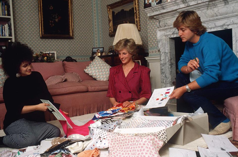 LONDON, UNITED KINGDOM - AUGUST 06:  Fashion Designers David & Elizabeth Emanuel With Princess Diana In Her Sitting Room At Kensington Palace Choosing Outfits For A Forthcoming Royal Tour  (Photo by Tim Graham Photo Library via Getty Images)