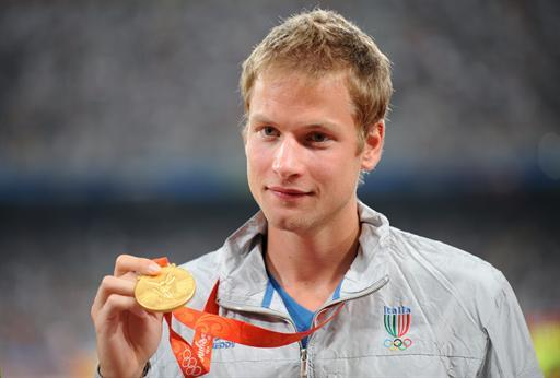 (FILES) Photo taken on August 22, 2008 shows Italy's Alex Schwazer posing with his gold medal on the podium of the men's 50 km walk of the 2008 Beijing Olympic Games. Italy's reigning 50km walk champion Schwazer has been withdrawn from the London 2012 Olympic games for failing a drugs test, a source with knowledge of the case confirmed to AFP on August 6, 2012.  AFP PHOTO / FABRICE COFFRINI