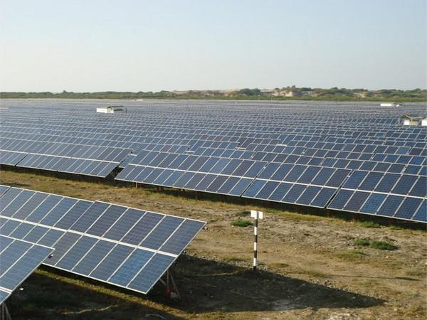 The total renewables installed capacity of Tata Power is 2,947 MW.