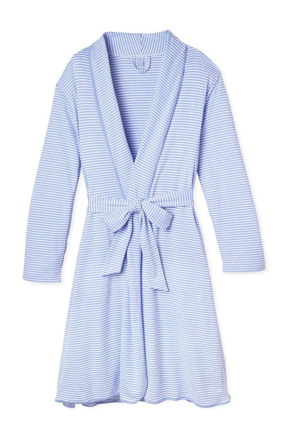 "<p>lakepajamas.com</p><p><strong>$126.00</strong></p><p><a href=""https://go.redirectingat.com?id=74968X1596630&url=https%3A%2F%2Flakepajamas.com%2Fcollections%2Frobes%2Fproducts%2Fhydrangea-robe&sref=https%3A%2F%2Fwww.housebeautiful.com%2Fshopping%2Fg32703475%2Fgifts-for-mother-in-law%2F"" rel=""nofollow noopener"" target=""_blank"" data-ylk=""slk:Shop Now"" class=""link rapid-noclick-resp"">Shop Now</a></p><p>She'll love lounging in this lazy-weekend robe.</p>"