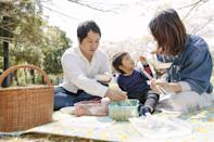 <p>Get some sunshine and head outdoors for a fun family meal. Surprise Dad by packing his favorite foods, and stake out a spot at a local park. </p>