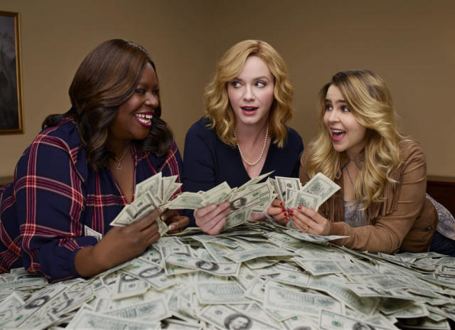 "Retta, Christina Hendricks, and Mae Whitman in ""Good Girls."" (Photo: Danielle Levitt/NBC)"