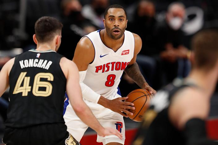 Detroit Pistons guard Wayne Ellington handles the ball while defended by Memphis Grizzlies guard John Konchar during the second quarter at Little Caesars Arena, May 6, 2021.
