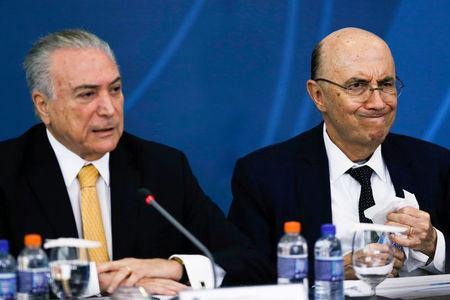 Brazil's Finance Minister Henrique Meireles (R) sits next to Brazil's President Michel Temer during a meeting of the Council for Economic and Social Development (CDES) at the Planalto Palace in Brasilia, Brazil, November 21, 2016. REUTERS/Ueslei Marcelino