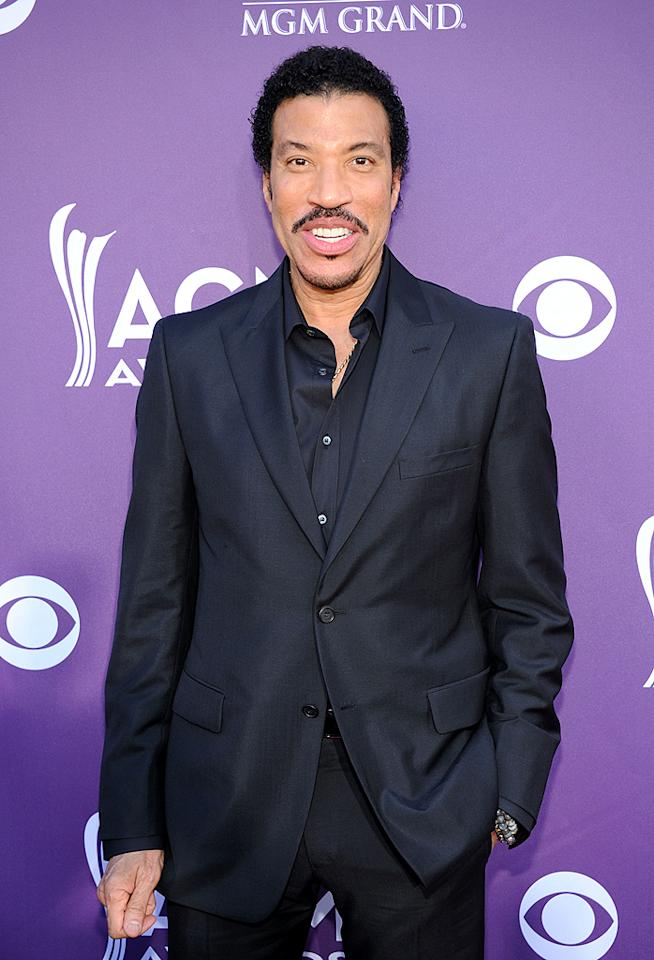 "<p class=""MsoNormal"">Legendary smooth-voiced singer Lionel Richie took the opportunity to rub elbows with many of the acts he teamed up with on his latest album, <i>Tuskegee</i>, which includes country versions of his hits and features singers like Shania Twain and Jason Aldean. </p>"