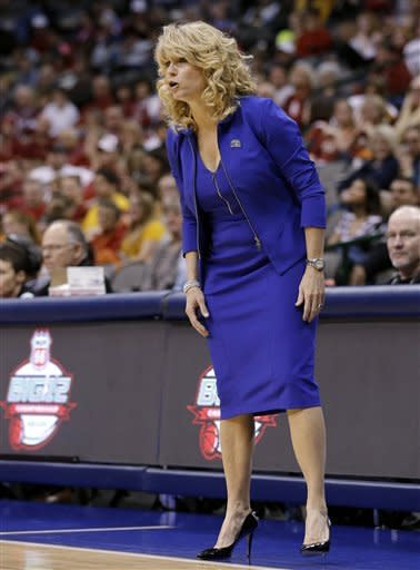 Oklahoma coach Sherri Coale talks to her players during the first half of an NCAA college basketball game against West Virginia in the Big 12 women's tournament Saturday, March 9, 2013, in Dallas. (AP Photo/Tony Gutierrez)