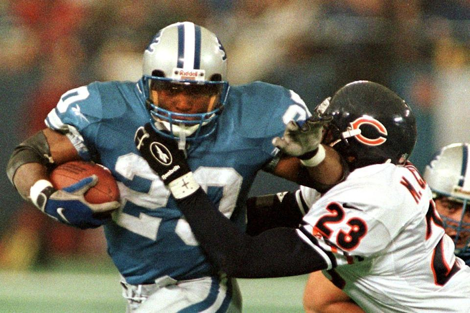 "<p>Even folks who don't love football<span class=""redactor-invisible-space""> were amazed to see Detroit running back Barry Sanders make 19 carries and three touchdowns in one game, lifting his team to a 55–20 victory over the Chicago Bears. The motor city residents' dinner tasted especially great that year.</span></p>"