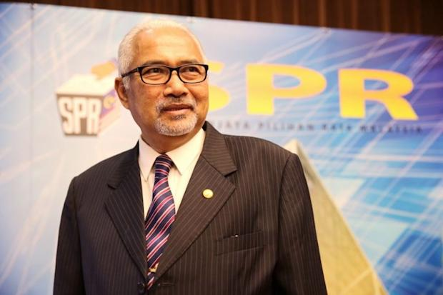 EC chair Datuk Seri Mohd Hashim Abdullah (pic) won't be questioned in court after the Selangor government's application was dismissed. — Picture by Choo Choy May
