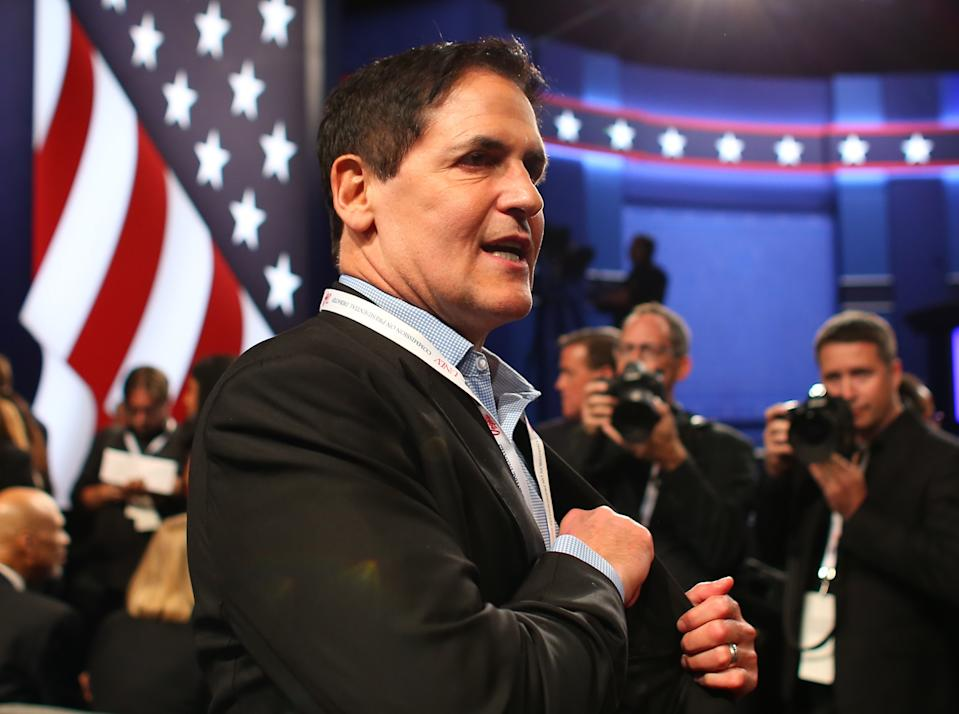 Dallas Mavericks owner Mark Cuban arrives to attend the third and final 2016 presidential campaign debate between Republican U.S. presidential nominee Donald Trump and Democratic nominee Hillary Clinton at UNLV in Las Vegas, Nevada, U.S., October 19, 2016. REUTERS/Mike Blake
