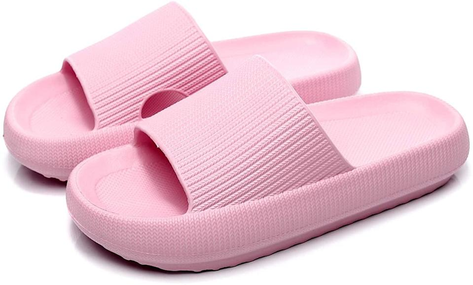 <p><span>Pillow Slides Slippers in Pink</span> ($20)</p>