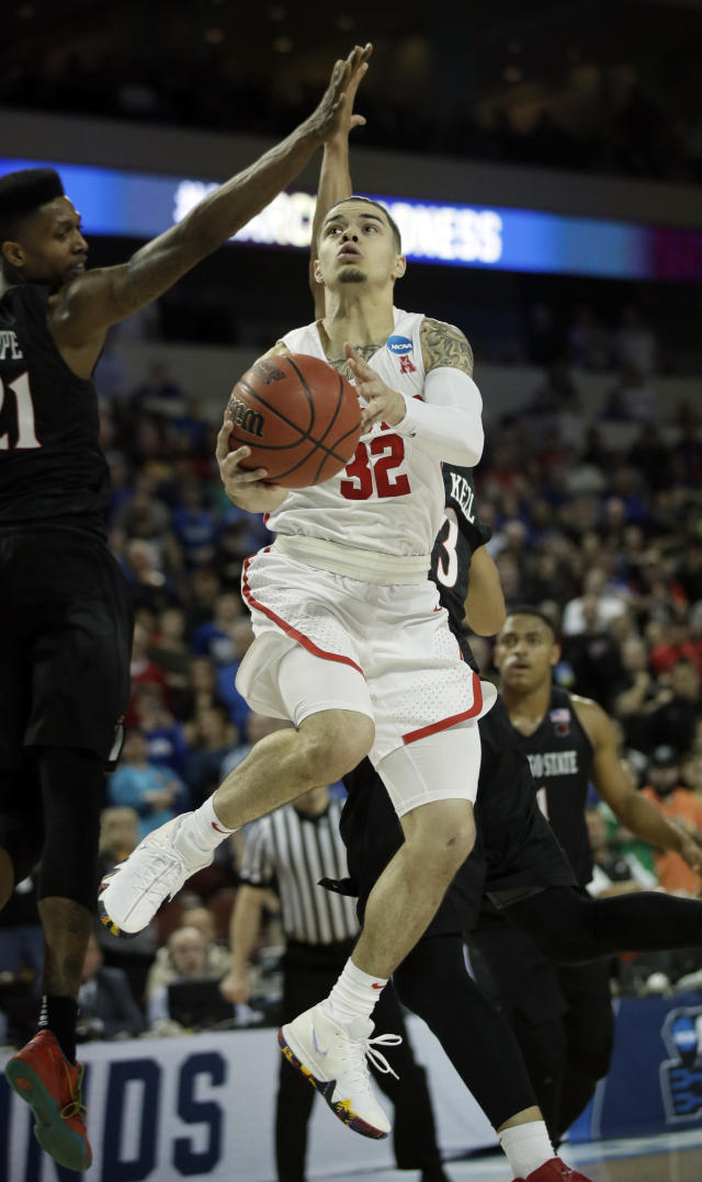 Houston guard Rob Gray (32) gets past San Diego State forward Malik Pope (21) to make the go-ahead basket during the second half of an NCAA men's college basketball tournament first-round game, Thursday, March 15, 2018, in Wichita, Kan. Houston defeated San Diego State 67-65.(AP Photo/Orlin Wagner)