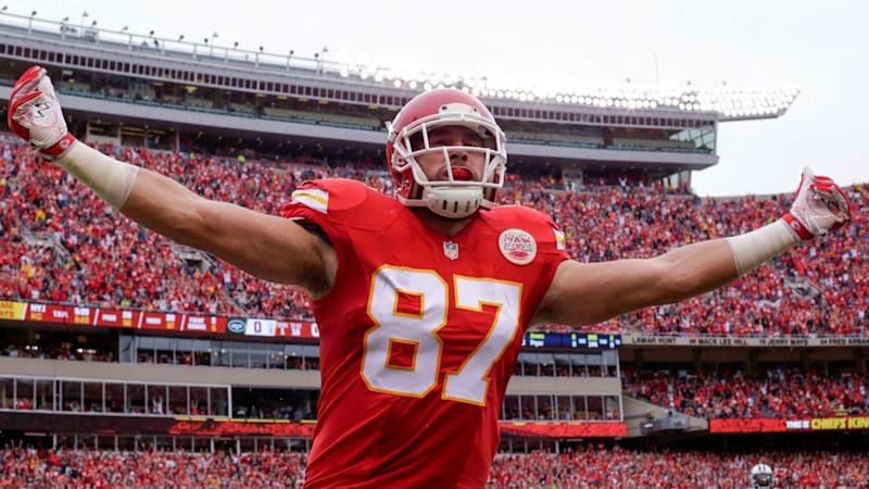 Chiefs TE Travis Kelce follows Kittle with big extension