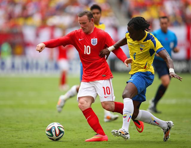 MIAMI GARDENS, FL - JUNE 04: Wayne Rooney of England and Juan Carlos Paredes of Ecuador battle for the ball during the International friendly match between England and Ecuador at Sun Life Stadium on June 4, 2014 in Miami Gardens, Florida. (Photo by Richard Heathcote/Getty Images)