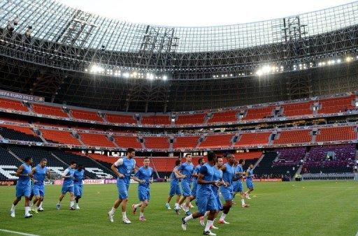 France's national football team players warm up during a training session at the training center in Kircha