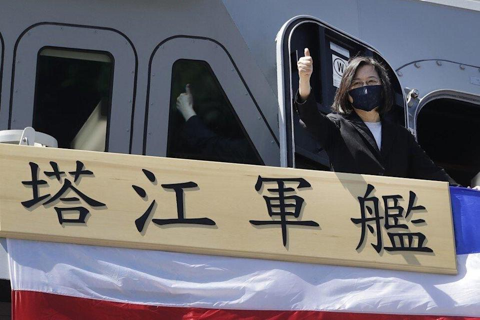 """Taiwan's President Tsai Ing-wen gives a """"thumbs up"""" on the domestically made warship during its commissioning ceremony. Photo: AP Photo"""