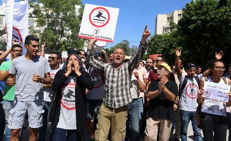 """People demonstrate against a bill that would protect from prosecution those accused of corruption, in front of Assembly of the Representatives of the People in Tunis, Tunisia September 13, 2017. The sign reads: """"No. We will not forgive"""". REUTERS/Zoubeir Souissi"""