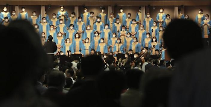 "Choir members wear masks during a May 31 service at the Yoido Full Gospel Church in Seoul. <span class=""copyright"">(Ahn Young-joon / Associated Press)</span>"