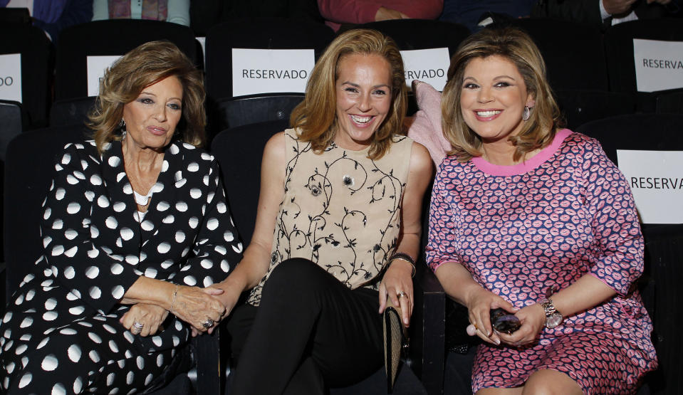 MADRID, SPAIN - APRIL 22:  (L-R) Maria Teresa Campos, Rocio Carrasco and Terelu Campos attend the presentation of the Rocio Jurado stamp in the 10th anniversary of her death at the Royal Theatre on April 22, 2016 in Madrid, Spain.  (Photo by Europa Press/Europa Press via Getty Images)
