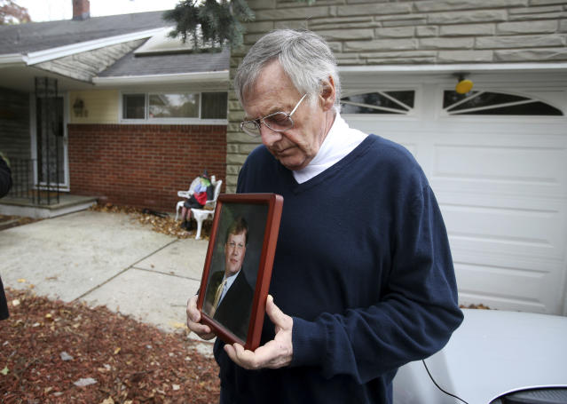 <p>Jimmy Drake holds a picture of and talks about his son Darren Drake, Wednesday, Nov. 1, 2017, in New Milford, NJ. Darren, a project manager for Moody's Investors Service at the World Trade Center, was among those killed in the bike path attack in New York City. (Photo: Ed Murray NJ Advance Media via AP) </p>