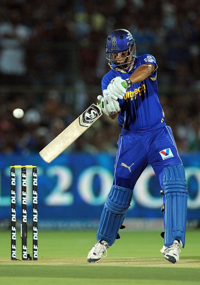 Rajasthan Royals batsman Rahul Dravid plays a shot during the IPL Twenty20 cricket match between Rajasthan Royals and Mumbai Indians at the Sawai Man Singh stadium in Jaipur on May 20, 2012.     AFP PHOTO/ MANAN VATSYAYANA     RESTRICTED TO EDITORIAL USE. MOBILE USE WITHIN NEWS PACKAGE        (Photo credit should read MANAN VATSYAYANA/AFP/GettyImages)