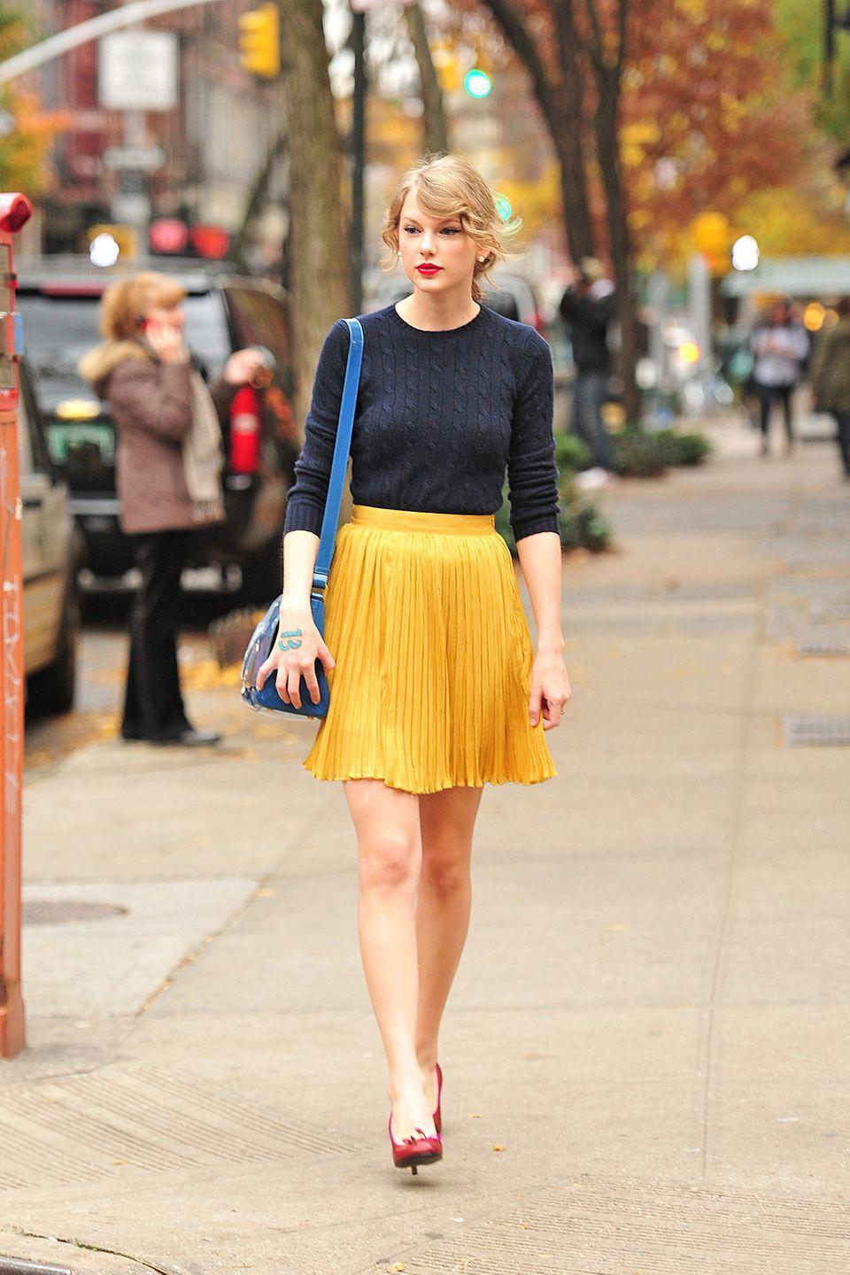 <p>In 2011, Taylor Swift was captured in New York City dressed like Snow White, wearing a bright-yellow skirt and a navy blue sweater.</p>