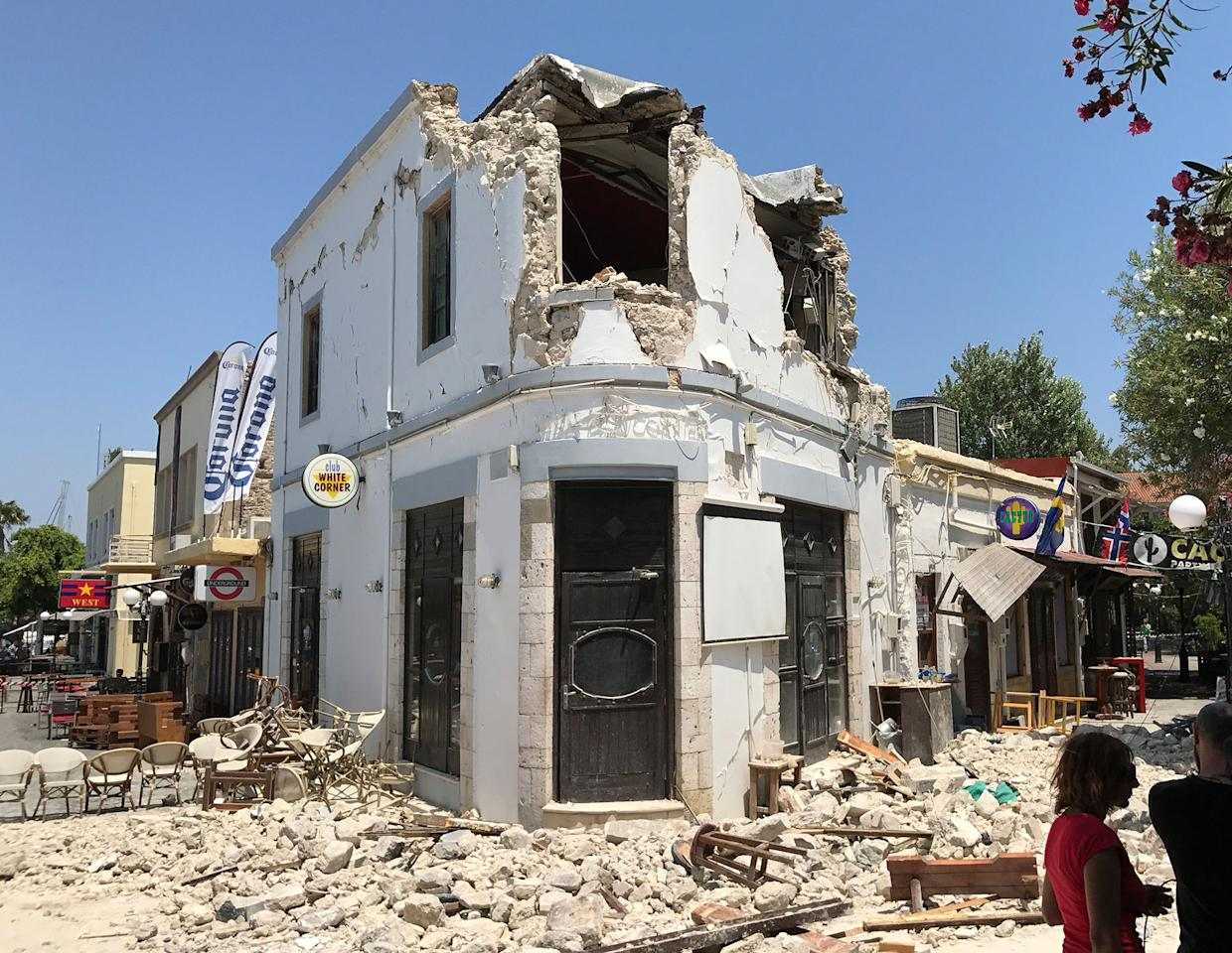 <p>Rubble sit outside a bar where two people have been killed after an earthquake in Kos on the island of Kos, Greece Friday, July 21, 2017. (Photo: Michael Probst/AP) </p>