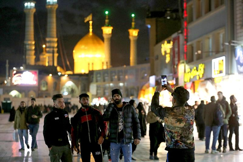 Visitors take a picture near Massoumeh shrine in the Shiite holy city of Qom, south of the Iranian capital (AFP Photo/ATTA KENARE)