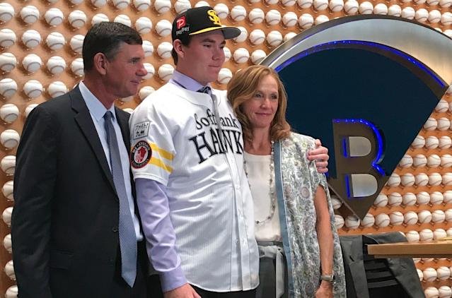 Carter Stewart leaves on Friday for Japan. (Tim Brown/Yahoo Sports)