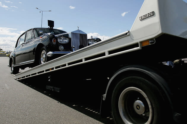 Hier wird der Rolls Royce Phantom VI der Queen in Melbourne verladen (Bild: Getty Images)