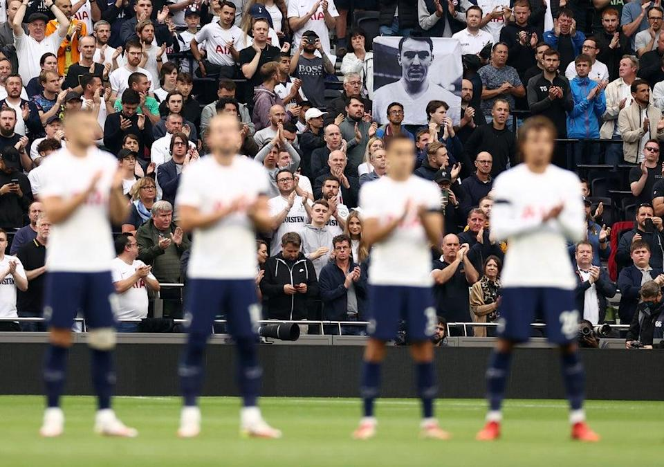 Tottenham players and supporters applaud the life of Jimmy Greaves before kick-off (Getty)