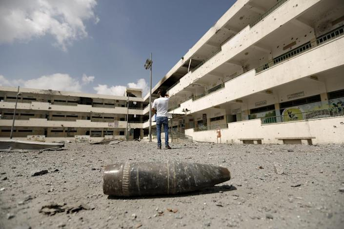 A shell lies on the ground at the heavily damaged Sobhi Abu Karsh school in Gaza City's al-Shejaea neighborhood on August 5, 2014 (AFP Photo/Mohammed Abed)