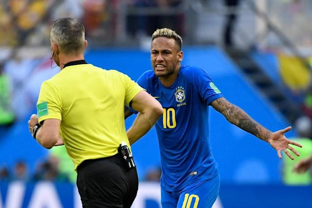 Neymar complains to Dutch referee Bjorn Kuipers during Brazil's win over Costa Rica on Friday (AFP Photo/CHRISTOPHE SIMON)