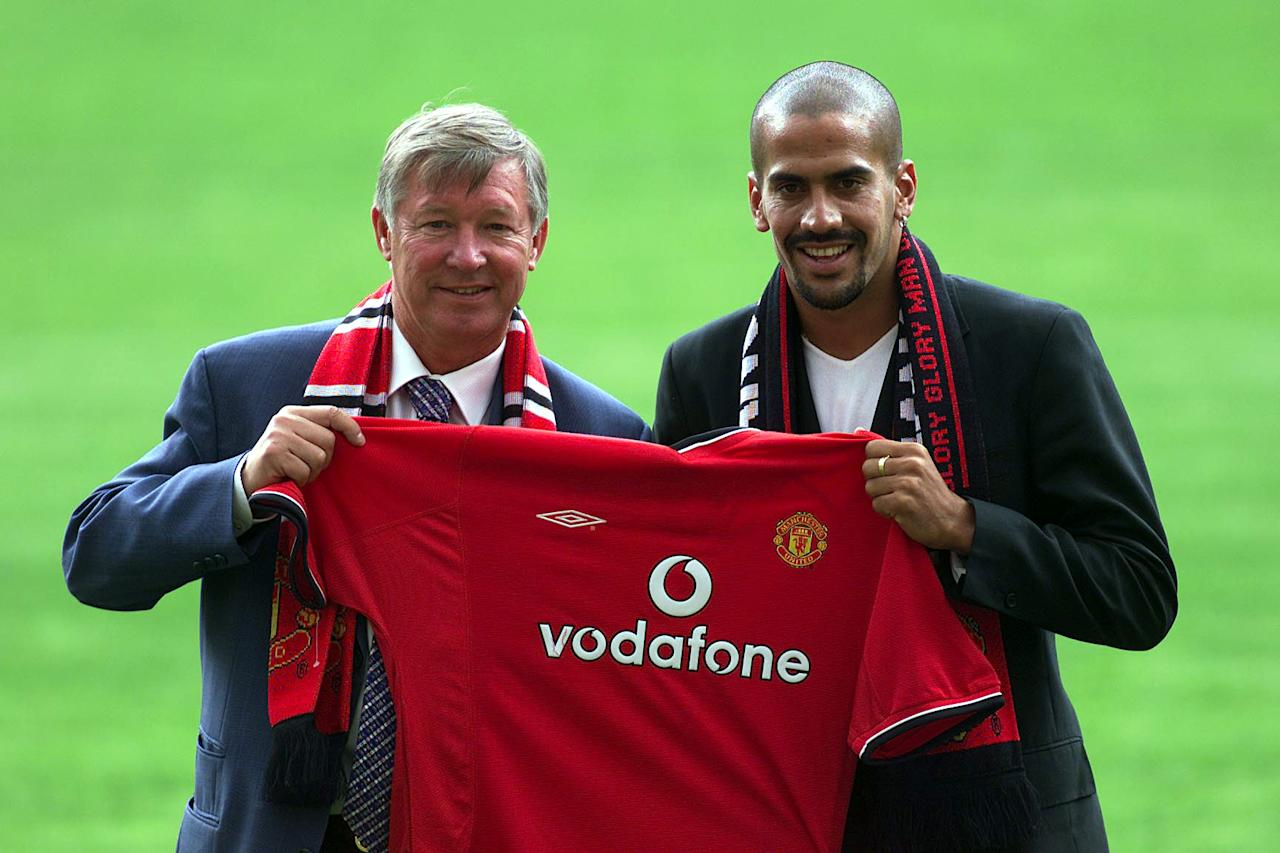 12 Jul 2001:  New Manchester United signing Juan Sebastien Veron is unveiled by Manager Sir Alex Ferguson at a press conference and photocall at Old Trafford, Manchester.    Digital Image    Mandatory Credit: Gary M. Prior/ALLSPORT