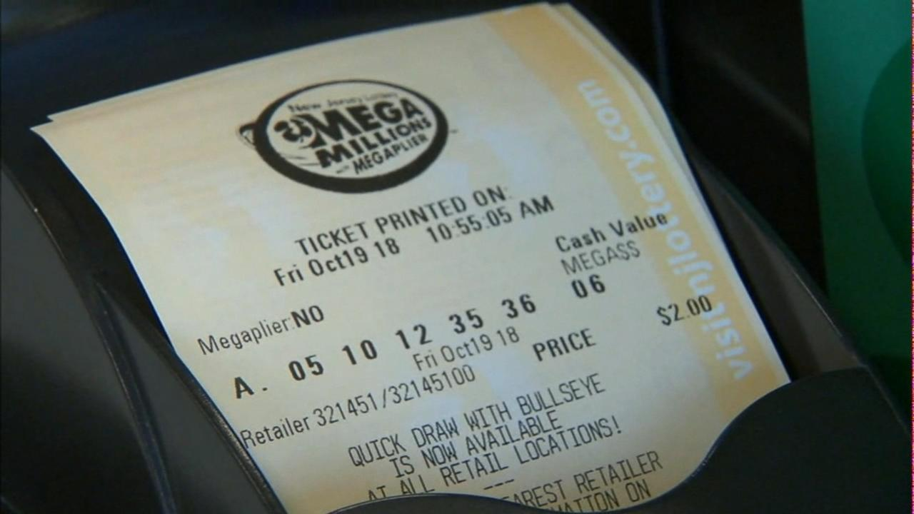 A single winner taking the cash lump sum would receive about $565.6 million.