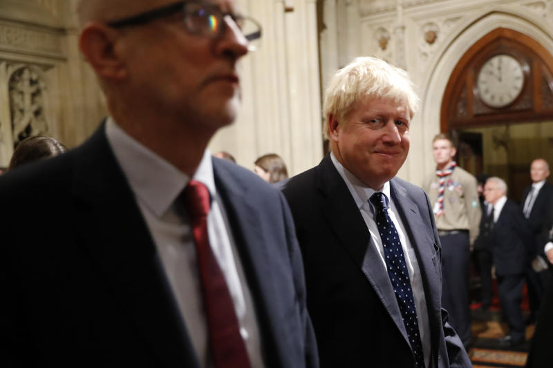 LONDON, ENGLAND - OCTOBER 14: British Prime Minister Boris Johnson (R) smiles as walks back through the Peers Lobby next to Britain's main opposition Labour Party leader Jeremy Corbyn (L) after listening to the Queen's Speech during the State Opening of Parliament in the Houses of Parliament on October 14, 2019 in London, England. The Queen's speech is expected to announce plans to end the free movement of EU citizens to the UK after Brexit, new laws on crime, health and the environment. (Photo by Tolga Akmen - WPA Pool/Getty Images)