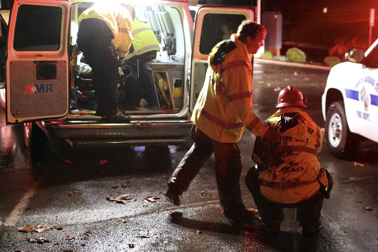 <p>Emergency crewswork to ensure the safety of Californians after the death of 13 people (AP) </p>