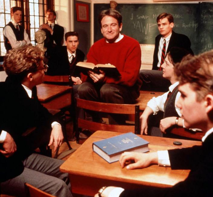 DEAD POETS SOCIETY (US1989) ROBIN WILLIAMS DEAD POETS SOCIET (Touchstone Pictures / Courtesy Everett Collection)
