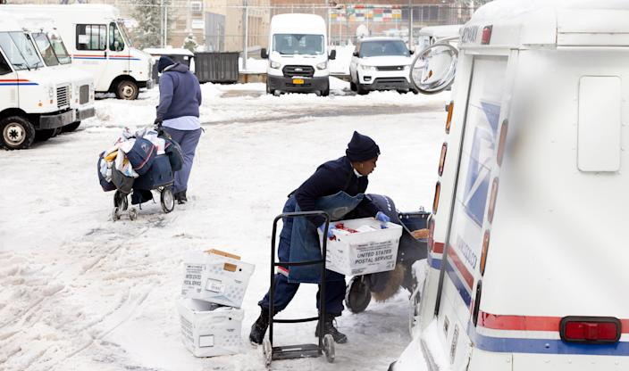 <p>A century-old tradition from the US Postal Service connects letters to Santa Claus with volunteers to help fulfill their Christmas wishes, during a pandemic that has upended the lives of millions of American families.</p> (EPA)