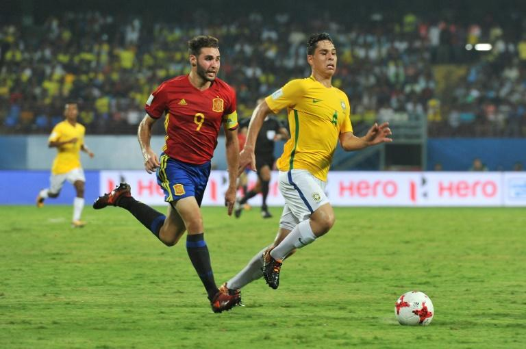 Spain's Abel Ruiz (L) fights for the ball with Brazil's Lucas Halter during their FIFA U-17 World Cup group stage match, at the Jawaharlal Nehru International Stadium in Kochi, on October 7, 2017