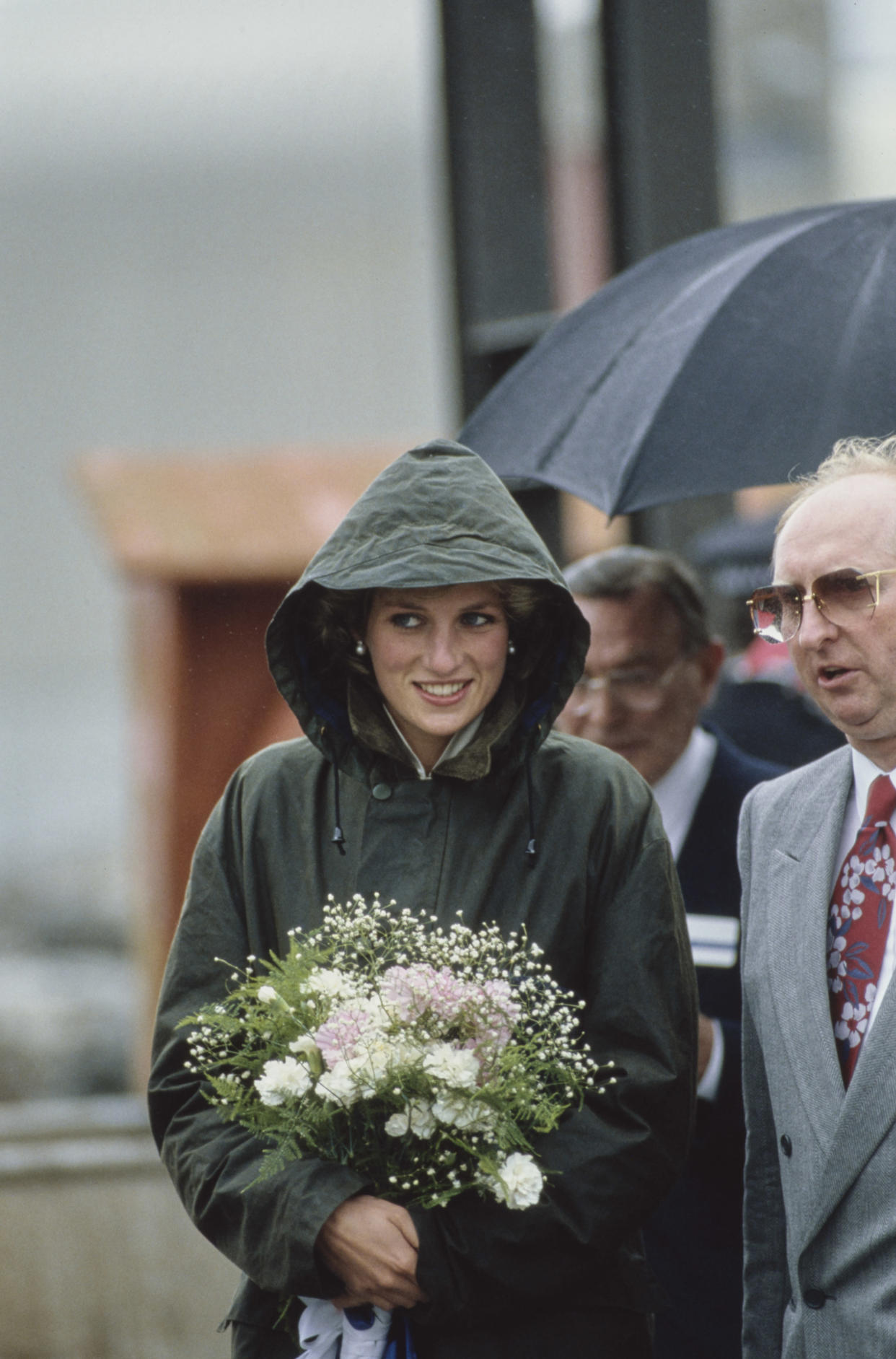 Diana dons a Barbour jacket for a visit to Barra in the Outer Hebrides of Scotland on 3 July, 1985. (Getty Images)