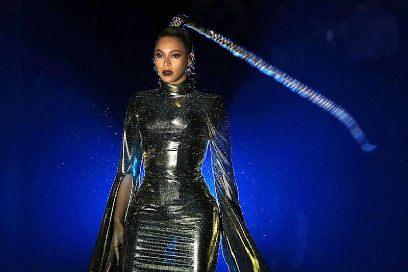 Beyoncé's earring tore mid-performance and she just kept going despite blood everywhere because…Beyoncé